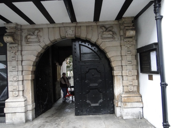 The gate on Fleet Street that leads down a passage to the Temple Church